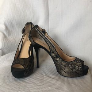 Guess black lace/nude pumps